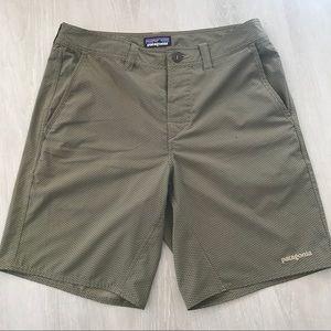 Patagonia Hybrid Button Close/Swim Shorts size 32
